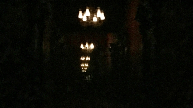 GB1-MK - Haunted Mansion Chandiler