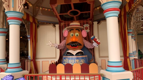 2019_CA_Toy Story Midway Mania Queue