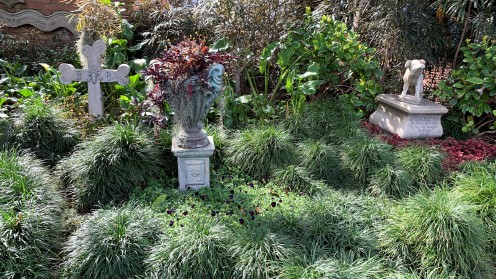 2019_DL_Haunted Mansion Outside (3)