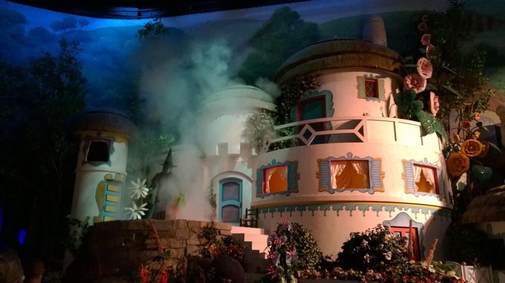 2014_HollywoodStudios_GreatMovieRide_Wizard of Oz Witch